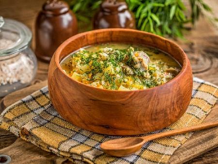 Дроб чорба от пилешки дробчета и воденички с фиде или ориз и застройка от кисело мляко и яйца - снимка на рецептата